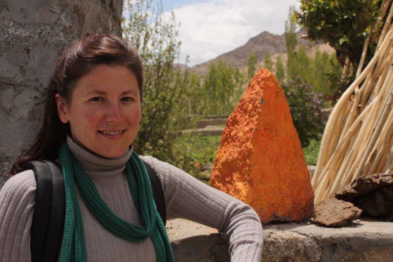 Майя и оранжевый камень